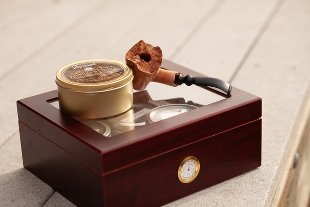 How to Choose the Right Humidor to Keep Cigars Fresh