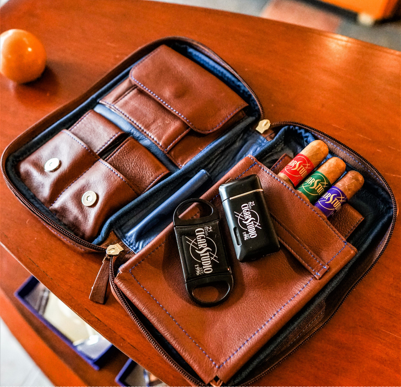 Cigar Studio Package 20 in beautiful Antique Leather or Lazy Blue & Brown